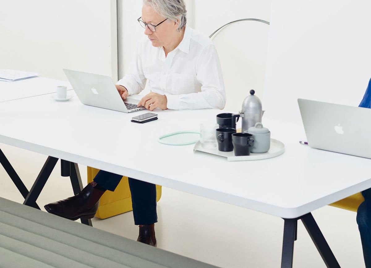 Werk Tisch Trifft Werk Bank Level Und Bridge Design Büro Uwe